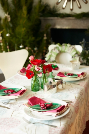 No Chintz Christmas Table Setting